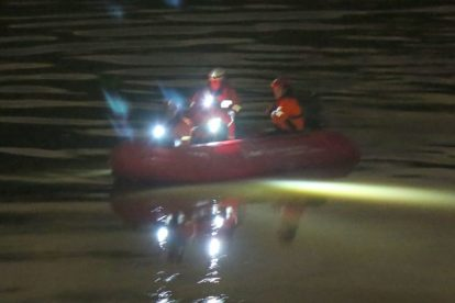 major search after someone is spotted in the water on the river medway 16