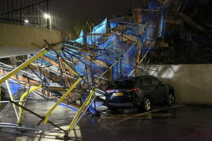 storm brendan 10 storey tower block scaffolding collapse in orpington 2