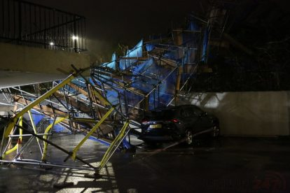 storm brendan 10 storey tower block scaffolding collapse in orpington 3