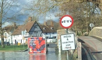 a tesco delivery driver got stuck in the river darent after trying to get across this morning