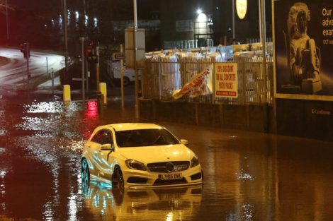 brave or foolish as driver play roulette with flooding in tunbridge 10