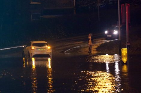 brave or foolish as driver play roulette with flooding in tunbridge 20