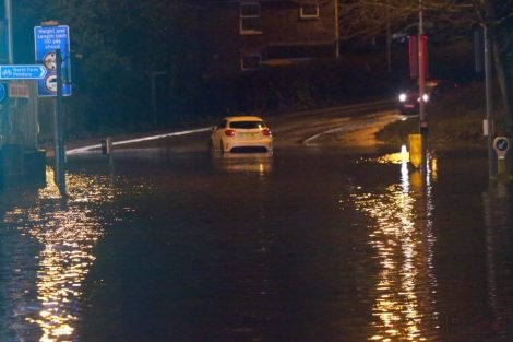 brave or foolish as driver play roulette with flooding in tunbridge 21
