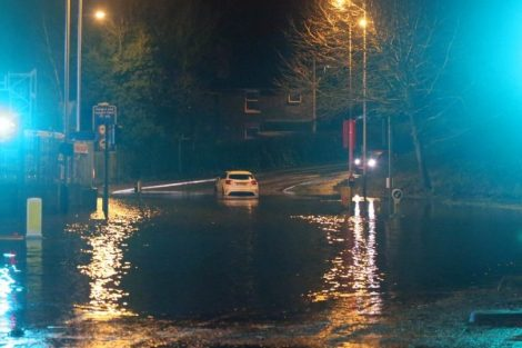 brave or foolish as driver play roulette with flooding in tunbridge 23