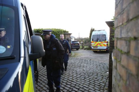 major raid carried out by the met police in sleepy village of biggin hill 10