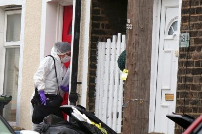 northfleet road in police lockdown after man is violently attacked in his home 12