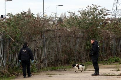 northfleet road in police lockdown after man is violently attacked in his home 39