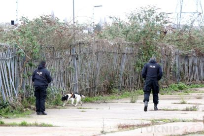 northfleet road in police lockdown after man is violently attacked in his home 40