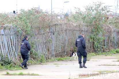 northfleet road in police lockdown after man is violently attacked in his home 41
