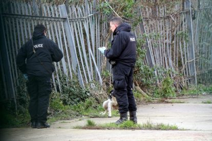 northfleet road in police lockdown after man is violently attacked in his home 43