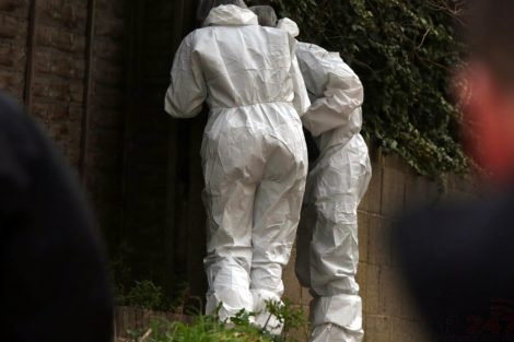 police manhunt continues in murder investigation after man is violently attacked in his home in northfleet 7