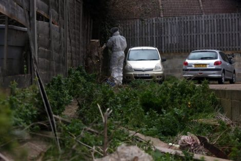 police manhunt continues in murder investigation after man is violently attacked in his home in northfleet 8