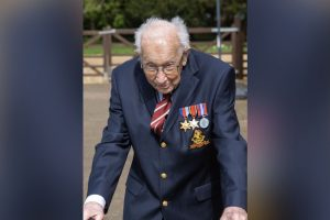 captain tom moore who has famously raised 30million for the nhs by walking over 100 laps of his garden has been named a point of light winner by prime minister boris johnson