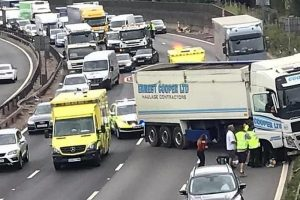 m25 dartford closed after hgv collision