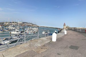 a man has driven off the harbour into the sea in ramsgate