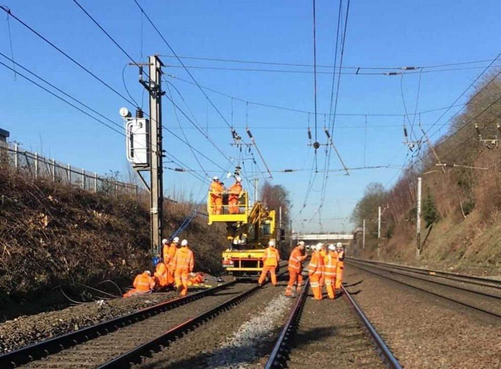Major disruption on Southeastern and Thameslink due to damage to the overhead electric wiring
