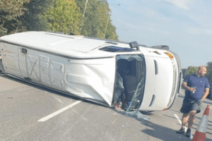 driver makes off from collision leaving an 8 mile traffic jam on the a2 in kent 3