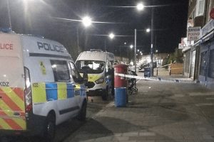 man stabbed in front of his two children in bromley