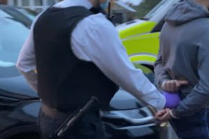 officers have made seven arrests following early morning raids in south london and kent to disrupt drugs and associated violence