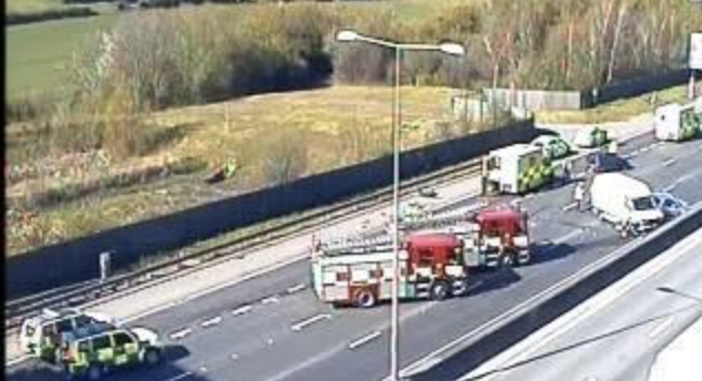 Emergency services called after  Van hits central barriers on M25  near to Darenth